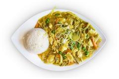 Chinees die keukenvoedsel op witte achtergrond wordt geïsoleerd Stock Afbeeldingen