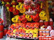Chinees die leeuwkostuum tijdens Chinese Nieuwjaarviering wordt gebruikt Royalty-vrije Stock Foto
