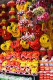 Chinees die leeuwkostuum tijdens Chinese Nieuwjaarviering wordt gebruikt Stock Foto