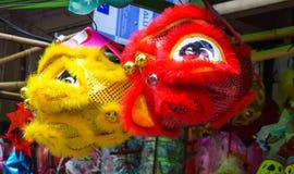 Chinees die leeuwkostuum tijdens Chinese Nieuwjaarviering wordt gebruikt Royalty-vrije Stock Afbeelding