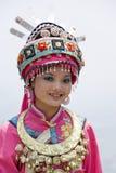Chinees Etnisch Meisje in Traditionele Kleding Stock Afbeeldingen