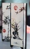 Chinees Kunstwerk: Het vouwen van het kleden zich het scherm Stock Fotografie