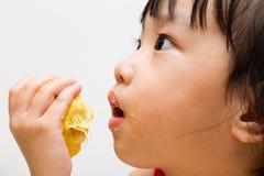 Chinees Meisje die Durian eten Royalty-vrije Stock Afbeeldingen