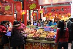Chinees nieuw jaar dat in chengdu winkelt Stock Foto's