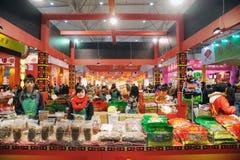 Chinees nieuw jaar dat in chengdu winkelt. Stock Afbeeldingen