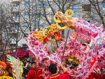 Chinees nieuw jaar 2019 Parijs Frankrijk - draak het dansen royalty-vrije stock afbeelding