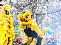 Chinees nieuw jaar 2019 Parijs Frankrijk - Leeuw het dansen royalty-vrije stock fotografie