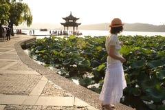 Chinees paviljoen bij het Sihu meer, Hangzhou, China Royalty-vrije Stock Foto's