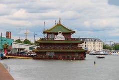 Chinees restaurant Overzees Paleis op de waterkant in Amsterdam N Stock Fotografie