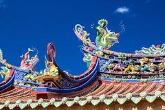 Chinees stijldak en blauwe hemel Stock Foto's