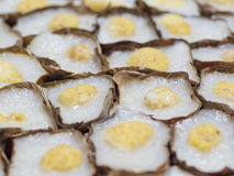 Chinees stoomde Snoepje in de vorm van een mand Stock Afbeeldingen