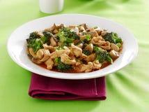 Chinees voedsel - de kip en de broccoli bewegen gebraden gerecht stock afbeelding