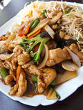 Chinees voedsel in elegant restaurant Stock Foto