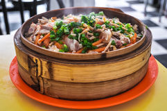Chinees voedsel - gestoomde rijst met groenten en vlees Stock Afbeeldingen