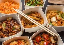 Chinees voedsel in verschillende kartondozen Royalty-vrije Stock Afbeeldingen