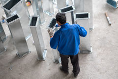Chinese Arbeider die aan Bouwwerf werken Royalty-vrije Stock Afbeelding