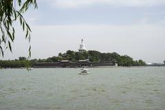 Chinese Asien, Peking, Beihai Park, Qionghua-Insel, Wasserkreuzfahrt, szenisch lizenzfreie stockfotografie