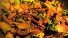 Chinese-Aufruhr-Fischrogen Rindfleisch und Broccoii stock video