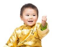 Chinese babyjongen met traditionele omhoog kostuum en duim Stock Foto