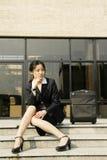 Chinese bedrijfsvrouwen met koffer Stock Foto's