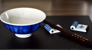 Chinese bowls and chopsticks Royalty Free Stock Photography