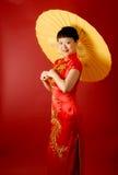 Chinese Bruid met een Parasol Royalty-vrije Stock Fotografie