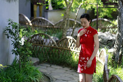 Chinese cheongsam model in Chinese classical garden Royalty Free Stock Photos