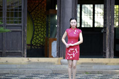 Chinese cheongsam model  gesturing Royalty Free Stock Photos