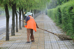 A chinese cleaner is sweeping street. An old chinese  man is sweeping streetin Meishan,sichuan,china Stock Photography