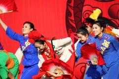 Chinese dansers bij de Parade van het Nieuwjaar Stock Foto