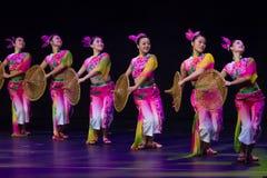 Chinese dansers. De Groep van de Kunst van Han Sheng van Zhuhai. Royalty-vrije Stock Afbeelding