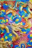 Chinese de stijl houten gravure van de FGoldendraak Stock Foto's