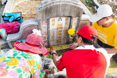 Chinese descendants clean and offer prayers to ancestors during annual Qing Ming festival Royalty Free Stock Photos