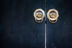 Chinese deur zwarte Chinese heiligdomdeur Stock Foto's