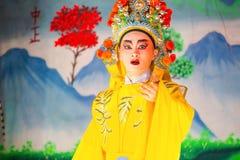 Chinese die opera voor een maan nieuwe jaarviering wordt uitgevoerd Stock Foto's