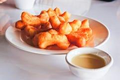 Chinese Doughnut met Gezoete Condens Stock Foto