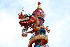 Chinese Draak Een beeld van draak op een dakbovenkant van draak Chinese tempel Stock Fotografie