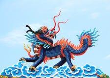 Chinese Draak Een beeld van draak op een dakbovenkant van draak Chinese tempel Royalty-vrije Stock Foto