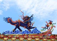 Chinese Draak Een beeld van draak op een dakbovenkant van draak Chinese tempel Royalty-vrije Stock Afbeelding