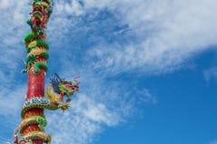 Chinese draak en blauwe hemel Royalty-vrije Stock Fotografie