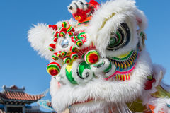 Chinese draak tijdens Gouden Dragon Parede. Stock Fotografie