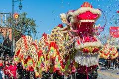 Chinese draak tijdens Gouden Dragon Parede. Royalty-vrije Stock Fotografie