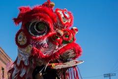 Chinese draak tijdens Gouden Dragon Parede. Royalty-vrije Stock Afbeeldingen