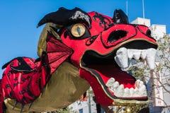 Chinese draak tijdens Gouden Dragon Parede. Stock Foto