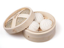 Chinese dumpling in a bamboo steamer Royalty Free Stock Photos