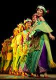 Chinese etnische dansende meisjes Qiang royalty-vrije stock afbeelding