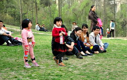 Pengzhou, China: Chinese Families in Park royalty-vrije stock foto