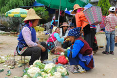 Chinese farmers sell their goods on the market Royalty Free Stock Photos