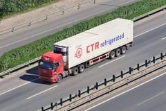 Chinese FAW-vrachtwagen met CTR-ijskastcontainer, Peking, China Royalty-vrije Stock Afbeelding