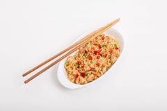 Chinese Fried Rice mit Essstäbchen Lizenzfreie Stockbilder